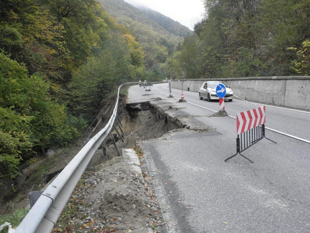 Bulgaria: Over 1000 Spots on Bulgaria's Roads at Risk of Landslides, Collapses