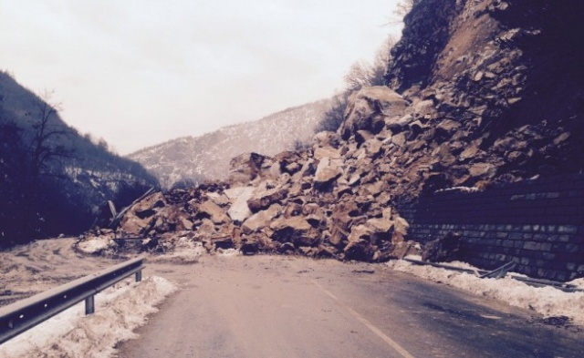 Bulgaria: Massive Landslide to Keep Smolyan-Asenovgrad Road Closed for at least 48 Hours