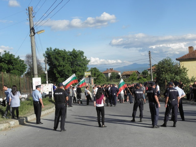 Bulgaria: Roma People in Garmen Plead for Peace Following Ethnic Tensions