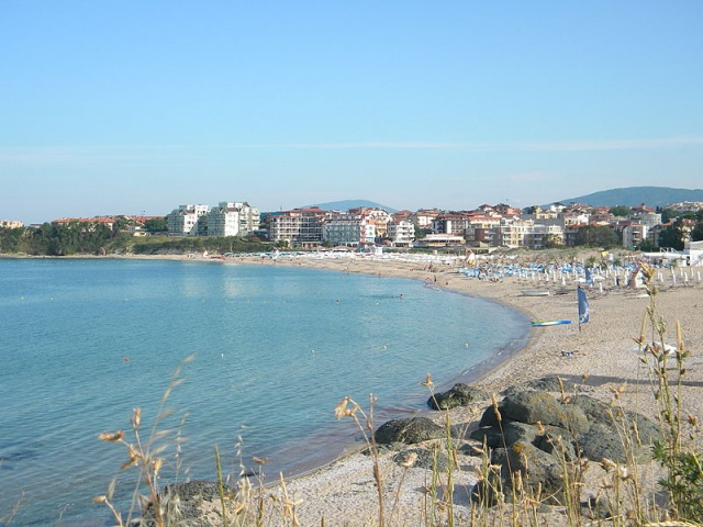 Bulgaria: Health Authorities Temporarily Ban Bathing on Central Beach in Bulgaria's Lozenets
