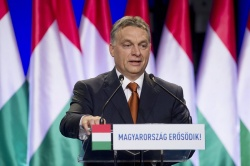 Bulgaria: Bulgaria's Ex-FinMin: Orban Uses Migrant Crisis to Reverse Decreasing Popularity