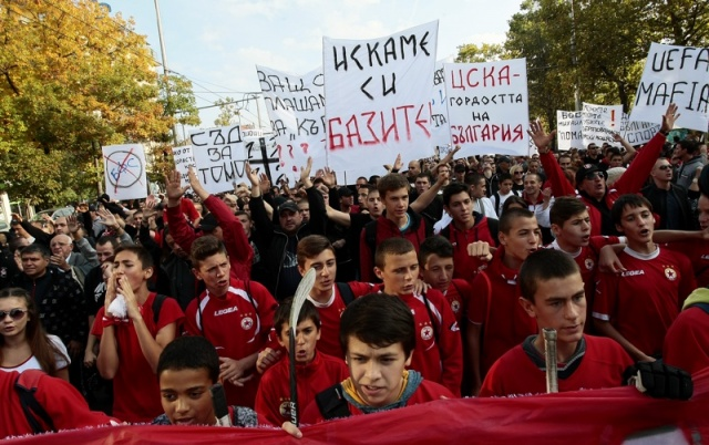 Bulgaria: Crowds of Football Fans Protest Urging Bulgaria Govt to Help Their Team