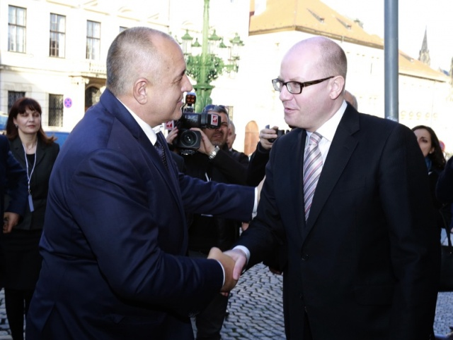 Bulgaria: Bulgaria PM Calls for Common European Solution to Migration Crisis