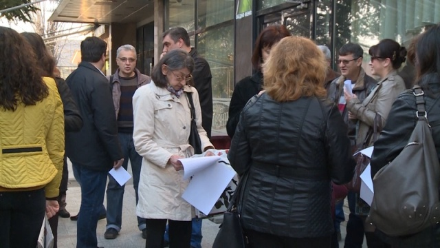 Bulgaria: Doctors From Private Hospitals Stage Protest in Bulgaria