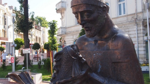 Bulgaria: The Fisherman and the Goldfish Have Their Statue in Bulgaria's Varna