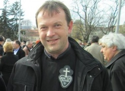 Bulgaria: Catholic Priest in Bulgaria Gets Death Threat for Helping Syrian Refugee Family
