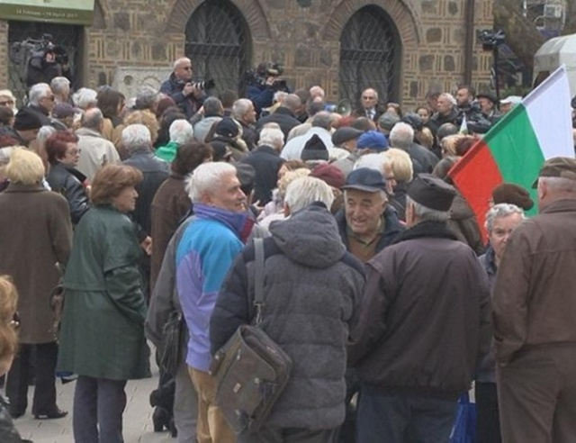 Bulgaria: Bulgarian Protesters Vow to Boycott Election over Pensions
