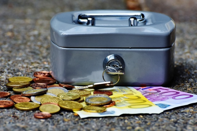 Bulgaria: 75% of Bulgarian's Money Goes For Food, Bills, Taxes and Transport