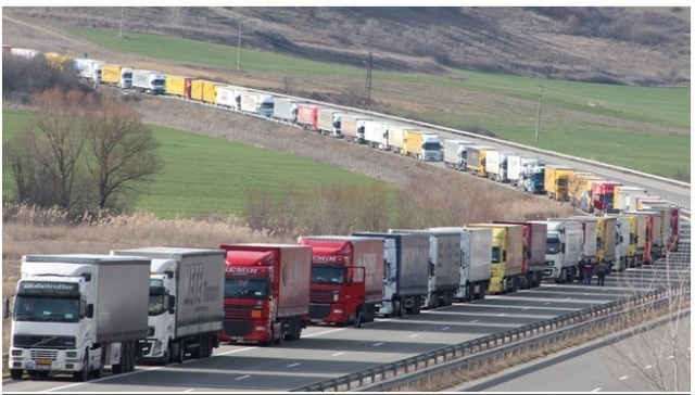 Bulgaria: 1km Long Queue of Cars Formed at the Entrance of Kulata Border Checkpoint