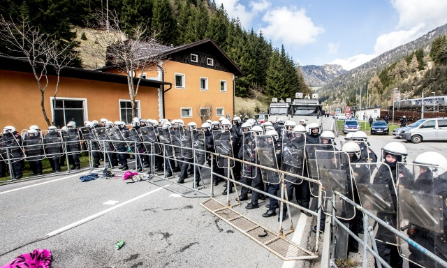 Bulgaria: Austrian Troops to Stop Migrants Crossing Border with Italy