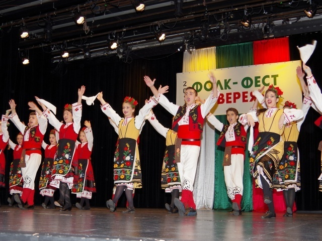 Bulgaria: 10th Edition of the Festival of Folklore Costumes Begins in Zheravna