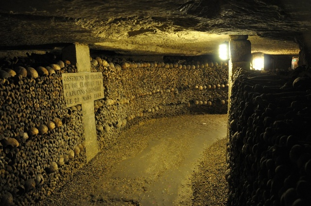Bulgaria: Thieves Bore into Cellar From Paris Catacombs to Steal €250,000 of Wine