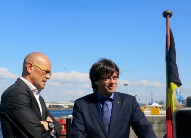 Catalan ex-leader Puigdemont unveils new website