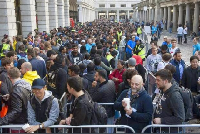 Bulgaria: The Launch of the iPhone X Caused Queues in Front of the Stores