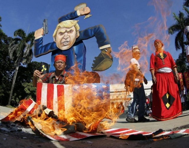 Bulgaria: In the Philippines People Burned a 4-meter Figure of Trump
