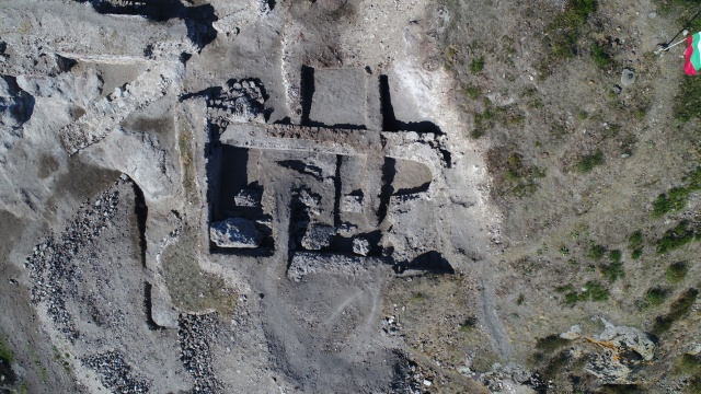 Bulgaria: Archaeologists Discover Pink-Plastered Water Cistern of Medieval Rusocastro Fortress in Southeast Bulgaria