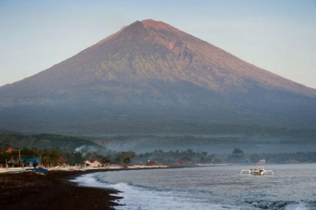 Bulgaria: Agung Volcano in Bali Threatens to Erupt