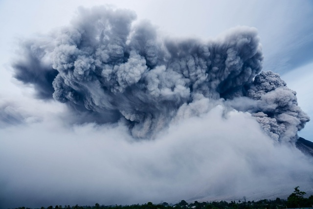 Bulgaria: Indonesia Reopens Bali Airport as Wind Clears Volcanic Ash