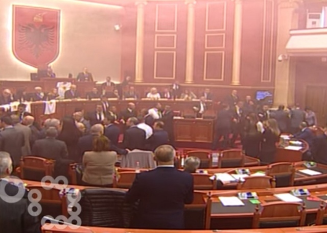 Bulgaria: Albanian Lawmakers Throw Smoke Bombs in Parliament (Video)