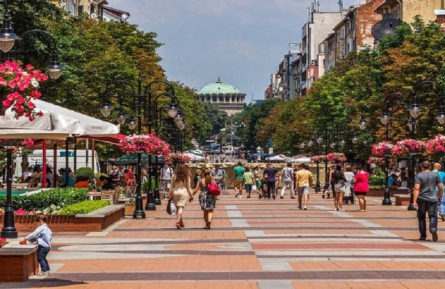 Bulgaria: There is going to be a New Color of Sofia, Bins, Pillars and Traffic Lights to be Painted