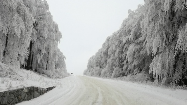 Bulgaria: The People on the Road Between Shipka and Buzludja who were in Trouble are Saved