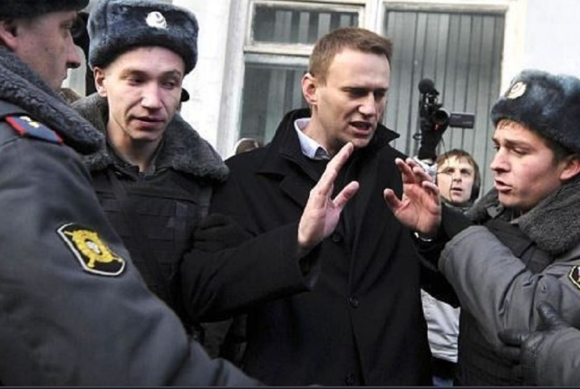Bulgaria: Russian Police Seek Forced Entry to Opposition Leader Navalny's Office