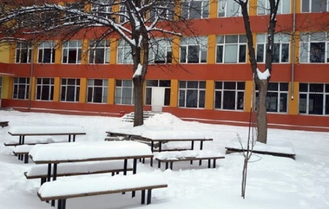 Bulgaria: Nearly 900 Schools Remain Closed due to the Bad Weather