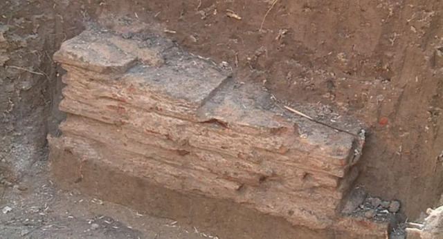 Bulgaria: Archaeologists Have Discovered a Roman Tomb in the Courtyard of the Medical University in Plovdiv