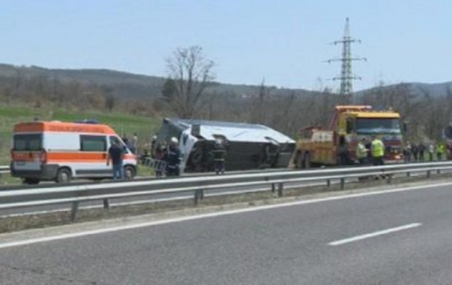 Bulgaria: Severe Bus Crash near Vakarel with 6 Victims and about 20 Injured (Updated)