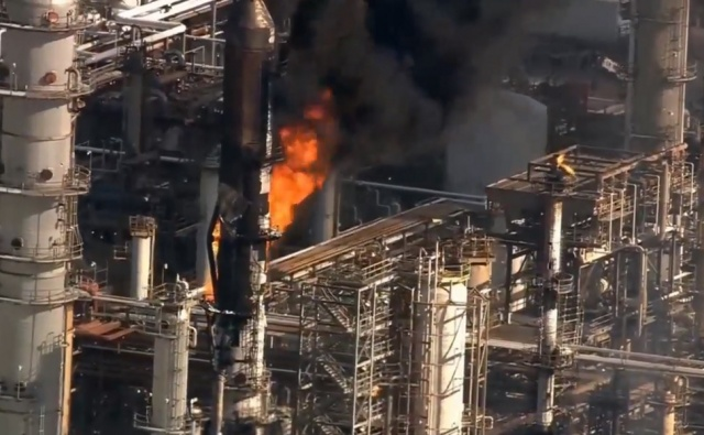 Large Oil Refinery in Texas is on Fire