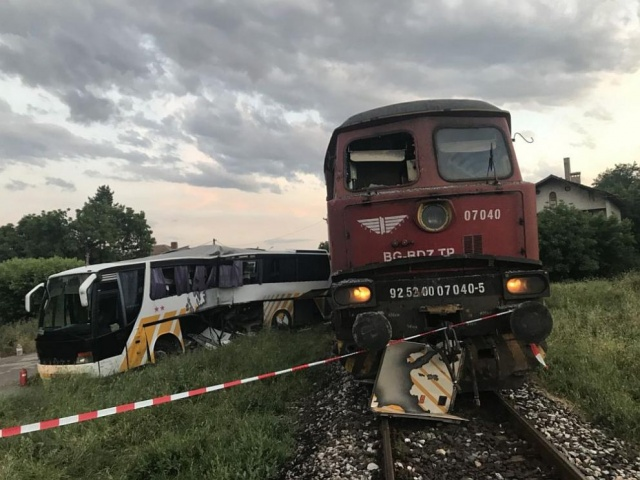 Bulgaria: The Authorities are Investigating the Crash between Train and Bus in Simeonovgrad