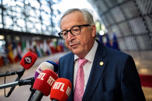 Bulgaria: EU's Jean-Claude Juncker Filmed Stumbling at Nato Event (Video)