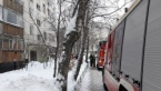 Russian Cops Put Out Fire With Snowballs