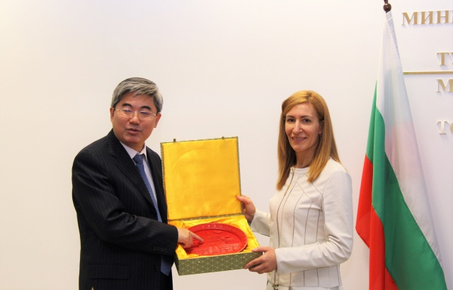 Bulgaria: Chinese Ambassador Named Ambassador of Year 2018 in Bulgaria