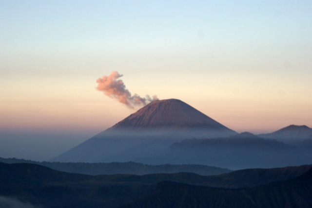 Bulgaria: 'CHILD OF KRAKATOA' VOLCANO IN INDONESIA IS STILL DANGEROUS