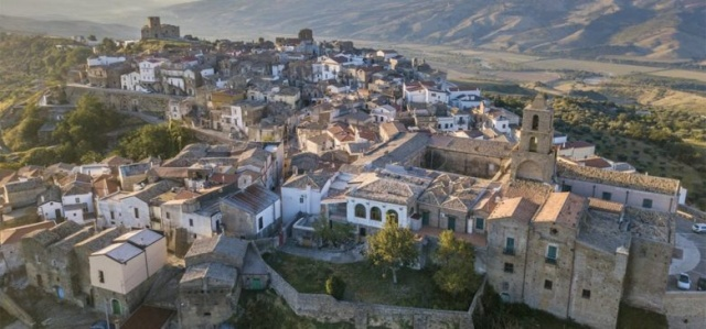 Bulgaria: Airbnb Will Pay 4 People to Live Amongst Locals in a Remote Italian Village for 3 Whole Months