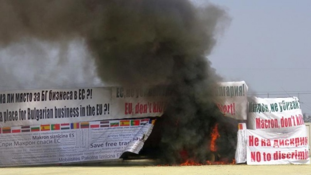 Bulgaria: Road Hauliers Set Fire to a Lorry in Plovdiv to Protest Against Mobility Package
