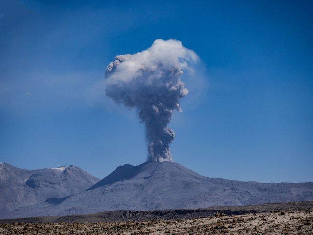 Bulgaria: Etna Volcano WAKES UP!