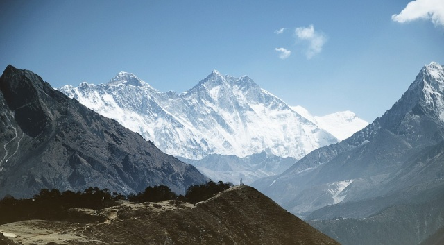 Bulgaria: The Nepalese Government Removed 11 Tons of junk From Everest