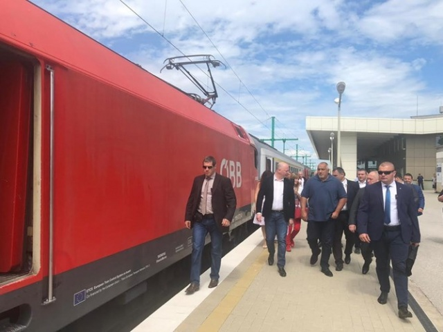Bulgaria: Prime Minister Borissov Inspected the Pazardzhik Station's Reception Building