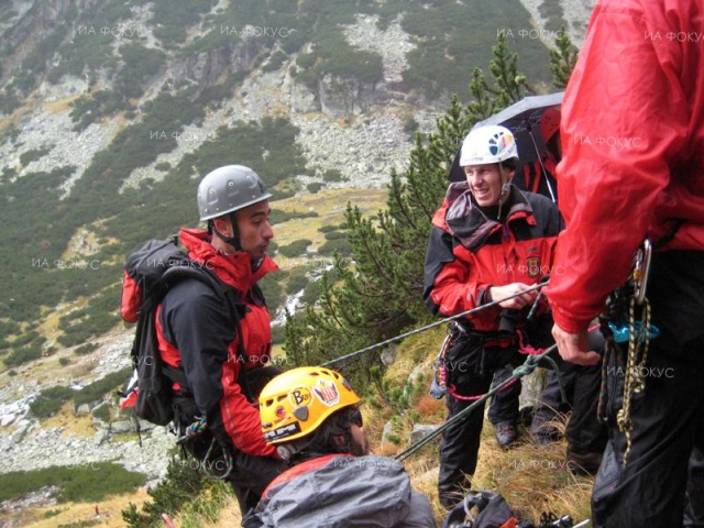 Bulgaria: Rescue Teams Help Two Injured Paragliders near Dupnitsa