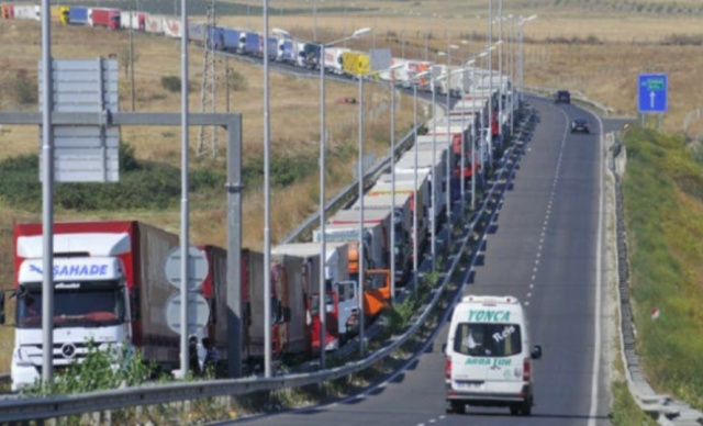 Bulgaria: 18 km Queue of Trucks on Captain Andreevo Border Checkpoint