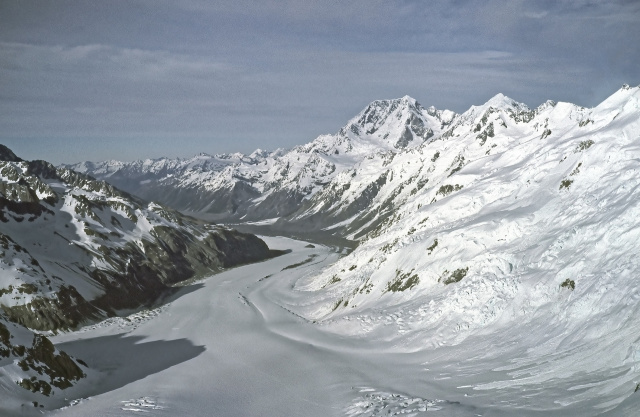 Bulgaria: New Zealand's Glaciers Turned Yellow