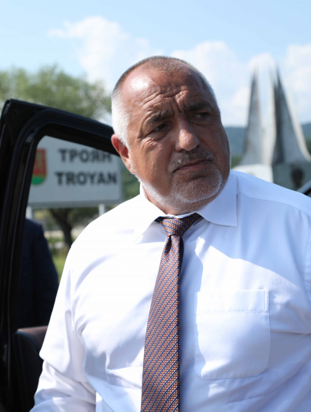Bulgaria: PM Borissov Launched the Construction of a New Bridge and Inspected a Landfill in Troyan