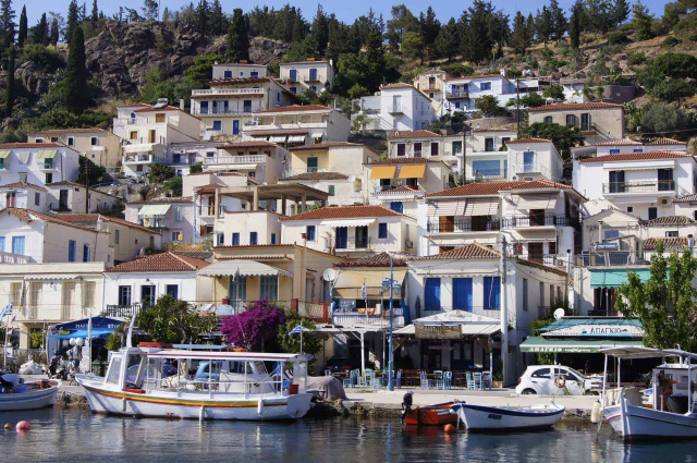 Bulgaria: Greece Puts the Island of Poros under Curfew After Rise in Coronavirus Cases