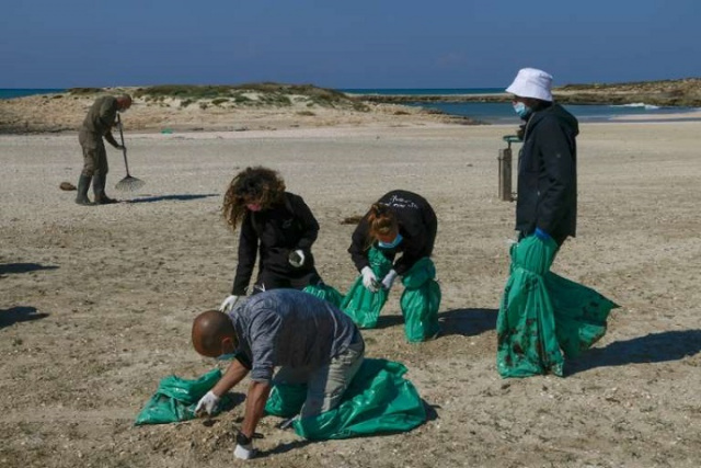Bulgaria: Israel Struggles with Massive Tar Slick, Beaches Contaminated, Closed