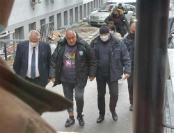 Bulgaria: Outgoing PM Borisov Has Undergone Surgery after Knee Injury
