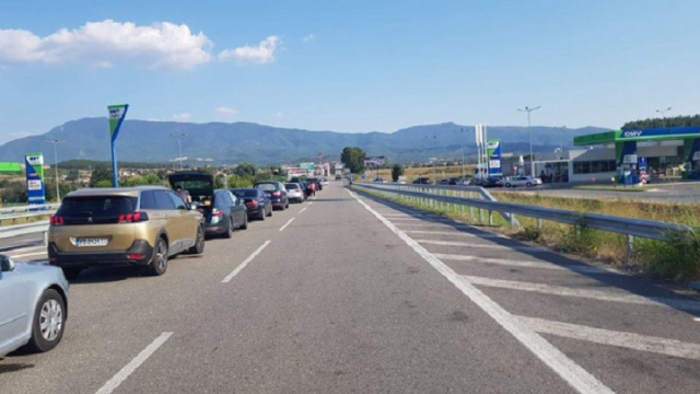 Bulgaria: Chaos at Bulgaria – Greece Border as People Return from Easter Holidays