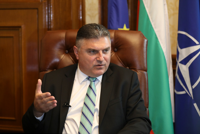 Bulgaria: Defense Minister: Caretaker Government is Not Negotiating for New F-16 Aircraft