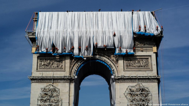 """Bulgaria: The """"Wrapped Triumphal Arch"""" of Bulgarian Christo and Jeanne-Claude Dismantled Today"""